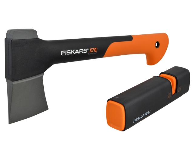 fiskars fsk121420 fsk120740 x7 chopping axe hatchet. Black Bedroom Furniture Sets. Home Design Ideas